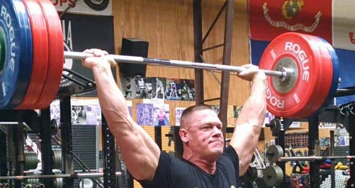 Découvrez la salle de sport de John Cena!