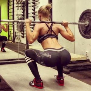 hot-girls-doing-squats-400x400