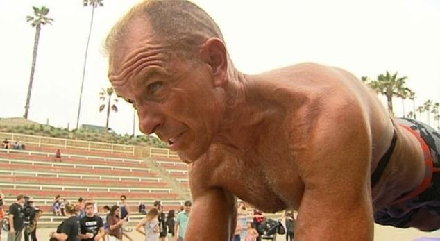 Record du monde de gainage : Un ancien marine de 57 ans tient plus de 5 heures
