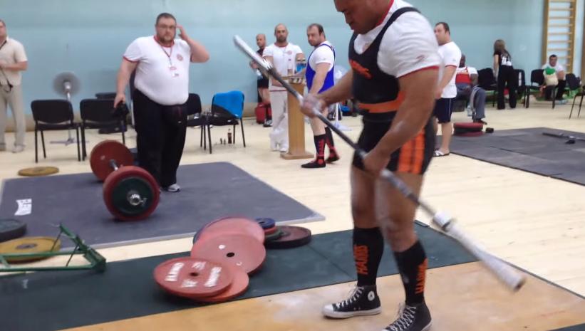 Voici comment décharger une barre de 360 kg en moins de 2 secondes