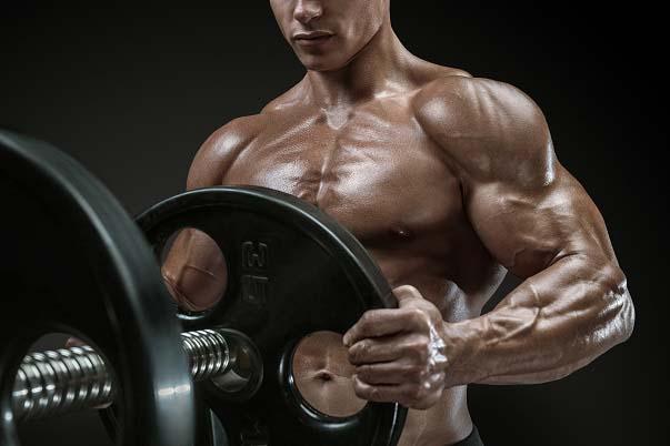 Comment les sangles peuvent vous aider à progresser en musculation