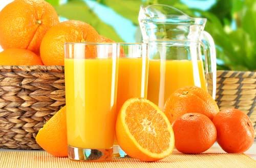 Le jus d'orange au petit déjeuner