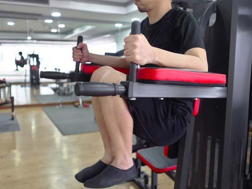 Relevé de jambes à la chaise romaine