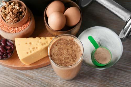 protéine en poudre ou aliments