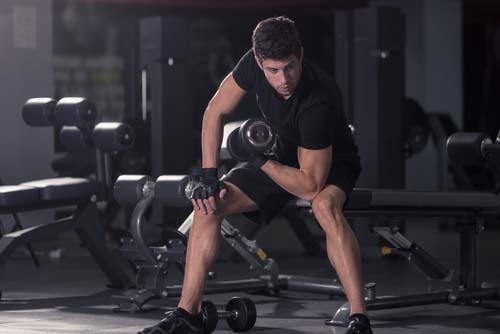 Les biceps assis pour progresser
