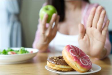 Les aliments à éviter pour perdre ses poignées d'amour