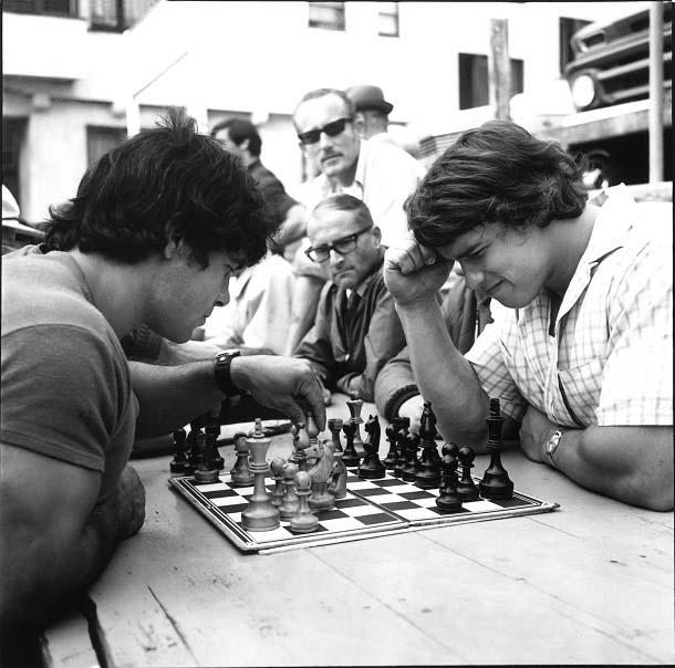 Arnold et Franco aux échecs