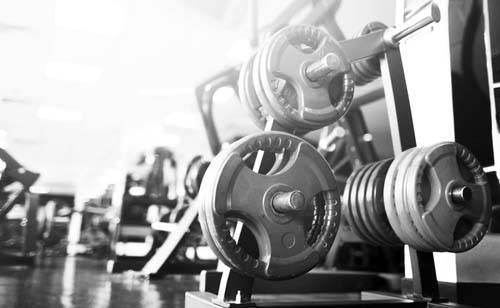 Poids libres ou machines en musculation?