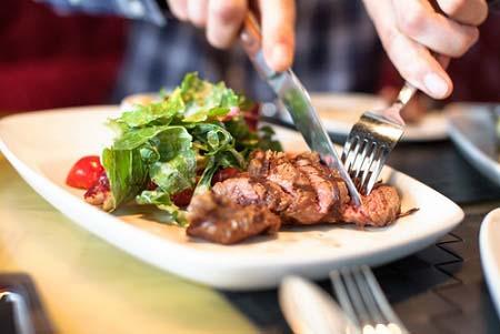 Commencez vos repas par les protéines