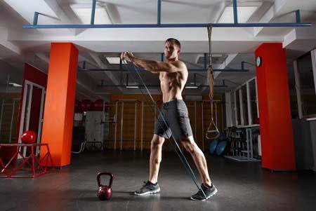 progresser en musculation grâce aux élastiques