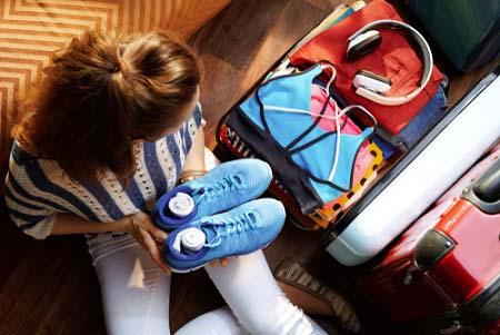 Mettez des tenues de sport dans votre valise
