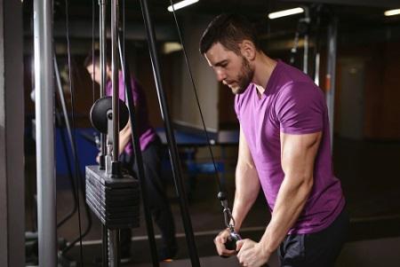 Extensions triceps à la poulie