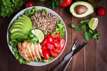 Mangez léger après un repas calorique