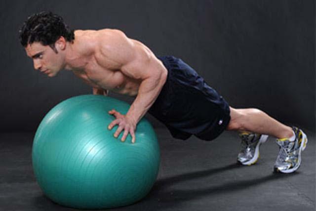 pompes sur swissball