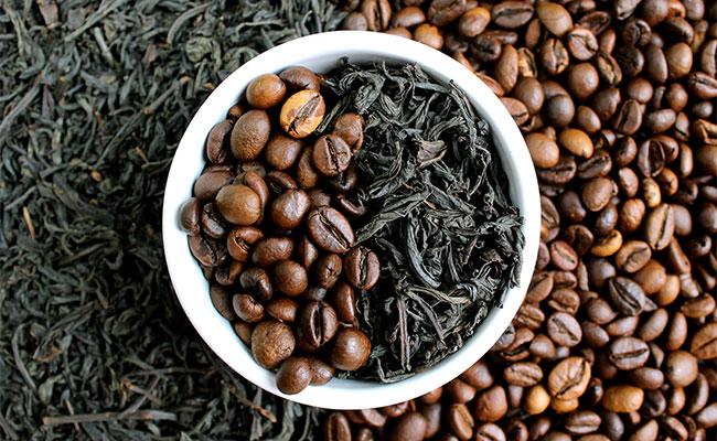 Grains de café et thé vert