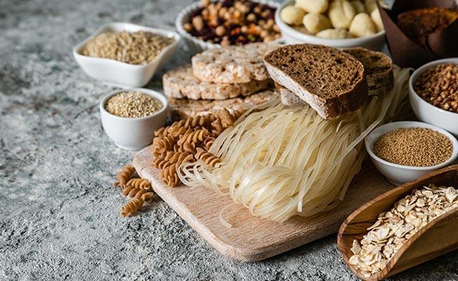 Plusieurs sources de glucides : pâtes, pain, avoine