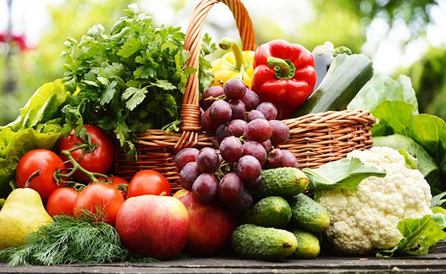 Panier de fruits et légumes riches en potassium