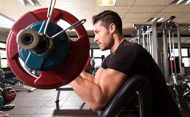 Biceps curl à la barre et au pupitre