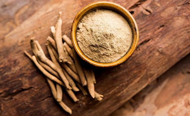 Racine et poudre d'ashwagandha