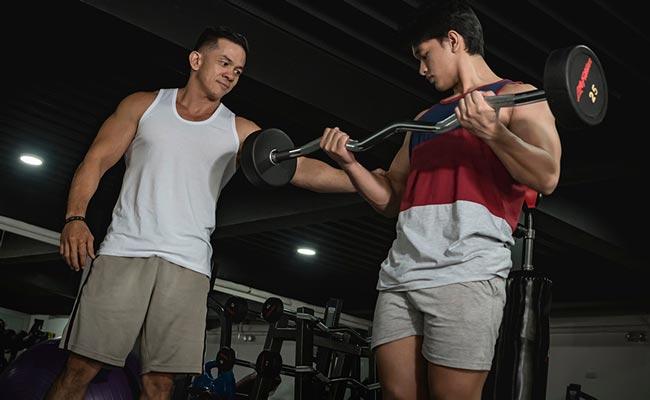 Commencer la musculation avec des charges légères