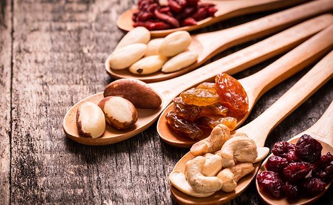 Oléagineux et fruits, les bons compléments d'un régime DASH